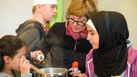 Kinderkochschule 2016 im FEZ-Berlin: Daniela Schadt, die Lebenspartnerin des Bundespräsidenten - Foto: Michael Lindner
